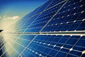 Solar panels and sky background — 图库照片