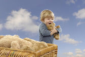 Little toddler girl with teddy bears outdoors — Foto Stock
