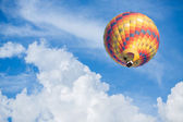 Hot air balloon with blue sky background — Stock Photo