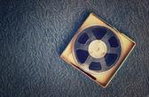 Вид сверху старой ленты звукозаписи, раскачивайтесь к типу шатания и коробке. — Стоковое фото