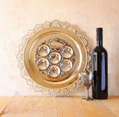 Passover background. wine and matzoh (jewish passover bread) over wooden background. — Stock Photo