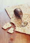 Passover background. wine cup and matzoh (jewish passover bread) over wooden background. — ストック写真