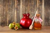 Rosh hashanah (jewesh holiday) concept - apple honey and pomegranate over wooden table. traditional holiday symbols. — Stock Photo