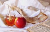 Rosh hashanah (jewesh holiday) concept - shofar, torah book, honey, apple and pomegranate over wooden table. traditional holiday symbols. — Stock Photo