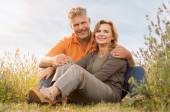 Mature Couple Smiling Outdoor — Stock Photo