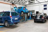 Cars In Garage — Zdjęcie stockowe