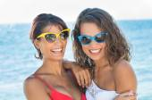Friends Have Fun At The Beach — Stock Photo