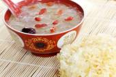 White fungus and cooked soup with Goji berries — Zdjęcie stockowe