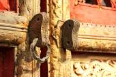Gilded old Chinese door lock — Stockfoto