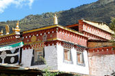 Traditional Tibetan style village house, Yading, China — Stock Photo