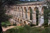 понтонный мост del diable из римского акведука, таррагоны, испания — Стоковое фото