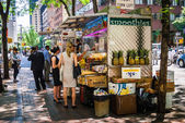 Street food vendor during lunchtime — Stock Photo