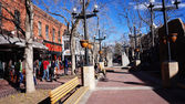 Visitors visit the downtown areas of Boulder, Colorado — Stock Photo