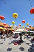 Hong Kong people visit the Wong Tai Sin Buddhist Temple to pray  — Stock Photo