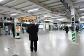 People enter Shin-Osaka train station in Osaka, Japan — Stock Photo