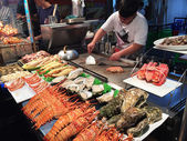 Chief prepares seafood in night market — Photo