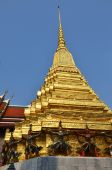 Golden pagoda in Grand Palace — ストック写真