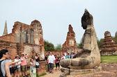 Tourists visit Wat Chaiwatthanaram — Stock Photo