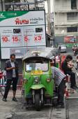 "Traditional Street Taxi ""tuk-tuk"" Awaits Passengers On A Street — Stock fotografie"