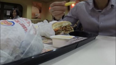 Het restaurant Burger King — Stockvideo