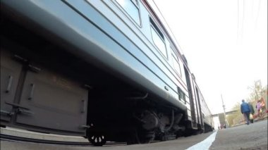 UFA - MAY 17: The electric train (trains), a stop on the passenger. MAY 17, 2015 in UFA, Russia — Stock Video