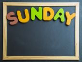 Colorful wooden word Sunday on black board — Foto de Stock