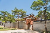 Wooden building in Korean style — Stock Photo
