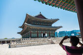 SEOUL, SOUTH KOREA - MAY 16 Geunjeongjeon building in Gyeongbokgung Palace on May 16, 2015 in Seoul, South Korea. Geunjeongjeon building is famous building in Gyeongbokgung Palace — Stock Photo