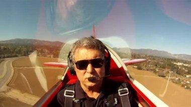 Landing. — Stock Video