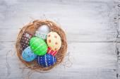 Velikonoční vejce na seno — Stock fotografie