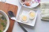 Jajka na twardo i zupa z kurczaka — Zdjęcie stockowe