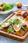 Fig with Goat cheese and Rocket salad — Stock Photo