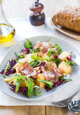 Prosciutto with rocket and cantaloupe salad — Stock Photo