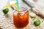Chá tailandês gelo com limão — Fotografia Stock