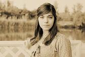 Kız bir gölet — Stok fotoğraf