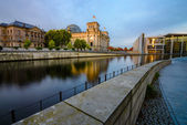 Reichstag embankment — Stock Photo