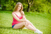 Lady in red T-Shirt — Stockfoto