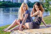 Girls picnic — Stock Photo