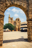 Unidentified people on square in front of church in Famagusta, Northern Cyprus — Stock Photo