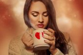Voluptuous young brunette with hot drink in cup — Stock Photo