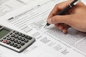 Person filing 1040 tax form — Foto de Stock