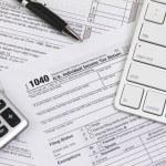 Zgłoszenia online podatki przed terminem — Zdjęcie stockowe #74575263