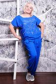 Artı boyutu kadın rahat kıyafetler içinde — Stok fotoğraf