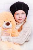 Child girl wearing knitted hat — 图库照片