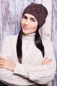 Kış şapka esmer kadın — Stok fotoğraf