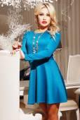 Bella donna in vestito elegante — Foto Stock