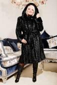 Blond woman in fur coat — Stock Photo