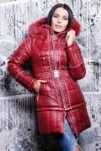 Beautiful woman in coat with fur hood — Stock Photo