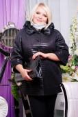Mulher loira no casaco da moda — Fotografia Stock