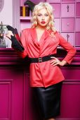 Blond Woman in fashion clothes — Stock Photo